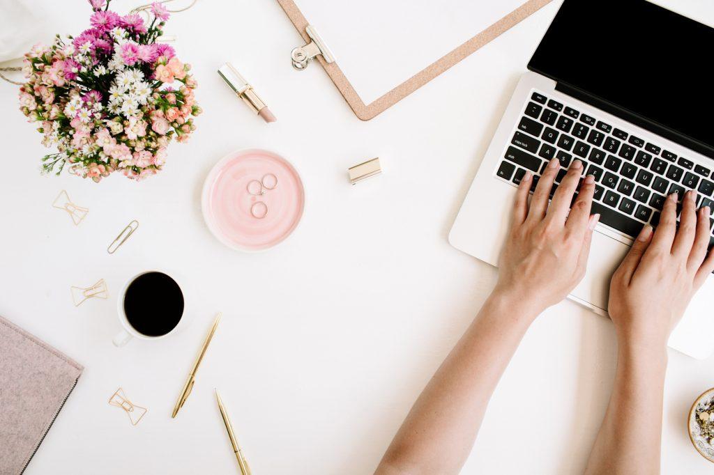 Ile kosztuje strona internetowa, co to jest domena, co to jest serwer, co to jest hosting, czego potrzebujesz do zrobienia strony internetowej - blog dla przedsiębiorczych kobiet, kobieca strona biznesu, wordpress, karolina kołodziejczyk