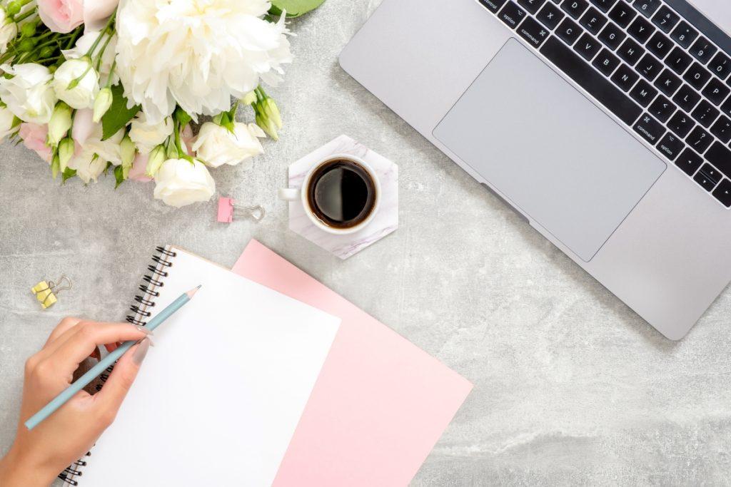 Praca w domu jak się skupić sposoby na skupienie - Kobieca Strona Biznesu blog o biznesie biznesowy dla kobiet, budowanie marki